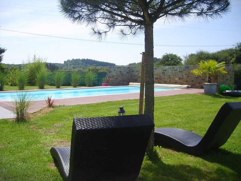 Beautiful Holiday Home with Swimming Pool in Eprave, holiday rental in Resteigne
