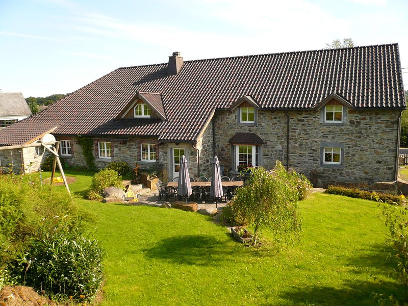 Rustically decorated farm with many facilities., location de vacances à Waimes