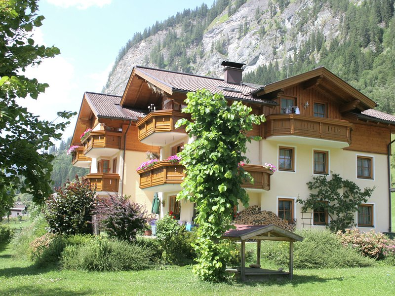 Comfortable Holiday Home in Huttschlag Austria near Ski Area, holiday rental in Huttschlag