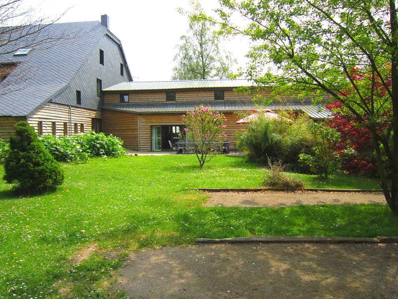 Luxurious holiday home with plenty of space, holiday rental in Sourbrodt