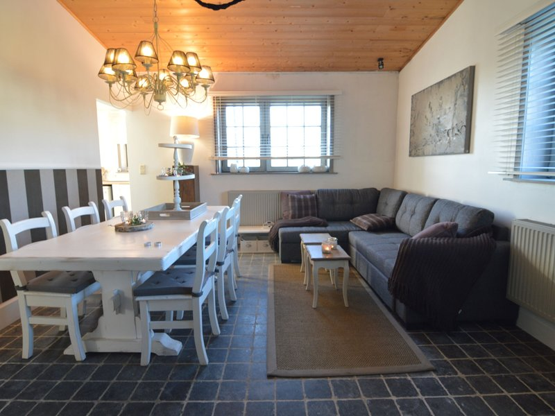 Lovely Farmhouse in Pittem with Private Garden, holiday rental in Wingene