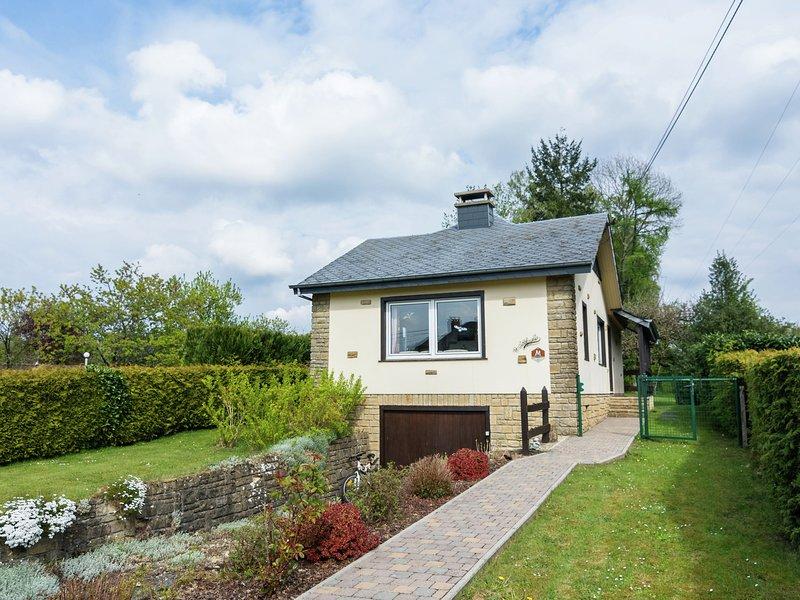 Quaint Cottage in Chiny with Private Garden, location de vacances à Florenville
