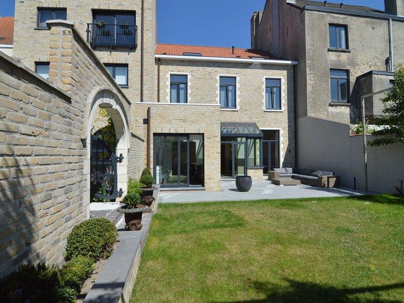 Spacious Villa in Knokke-Heist with Garden, location de vacances à Zeebrugge