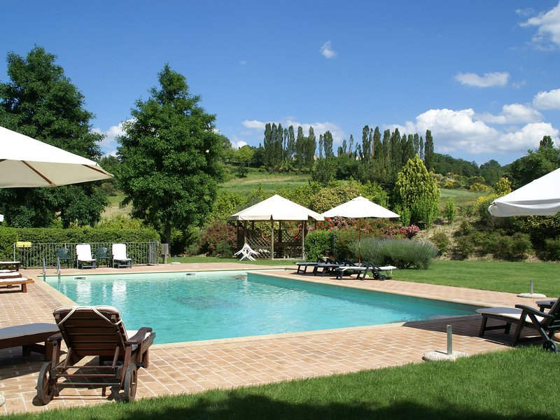 Compact Apartment in Montone with Swimming Pool & Garden, vacation rental in Santa Maria di Sette