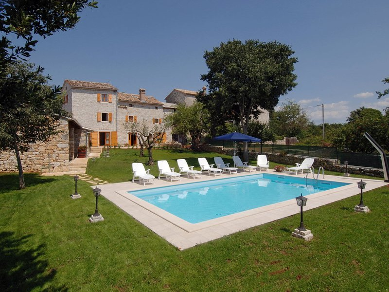 Holiday home Tamaris with Pool in a village Strpacici, holiday rental in Bacva