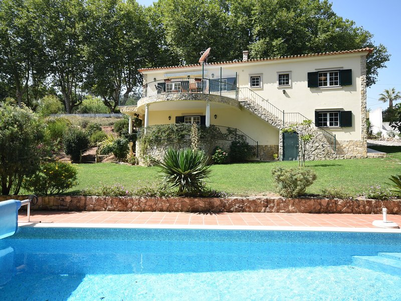 Nice Villa situated in Óbidos, Lisbon with Large Garden, Ferienwohnung in Cadaval
