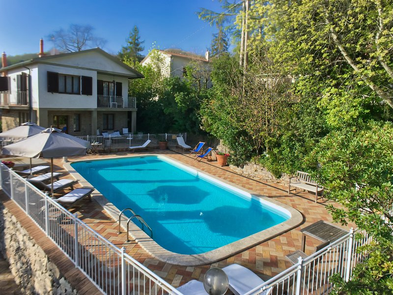 Spacious Holiday Home in Tuscany with Swimming Pool, vacation rental in Castagneto Carducci