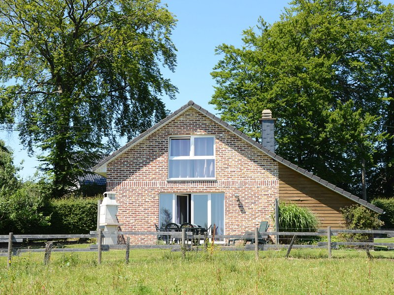 Beautiful holiday home located at the edge of a nature reserve, holiday rental in Sourbrodt