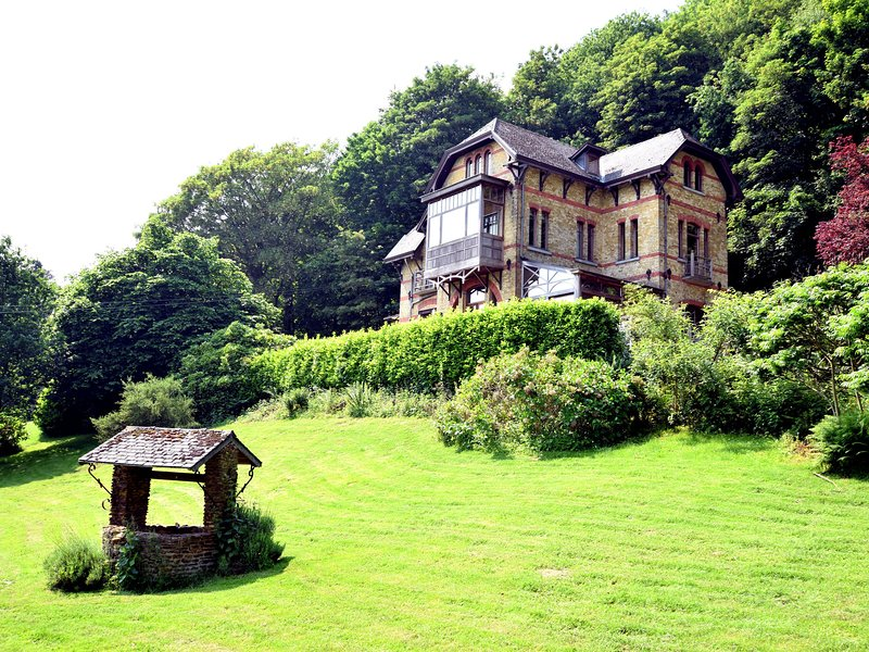 A beautiful Art Nouveau house with an enormous garden., alquiler de vacaciones en Brugelette