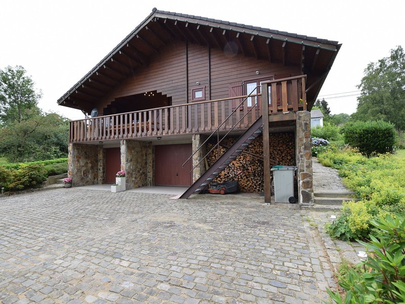 Very spacious chalet near the center of Durbuy, vacation rental in Clavier