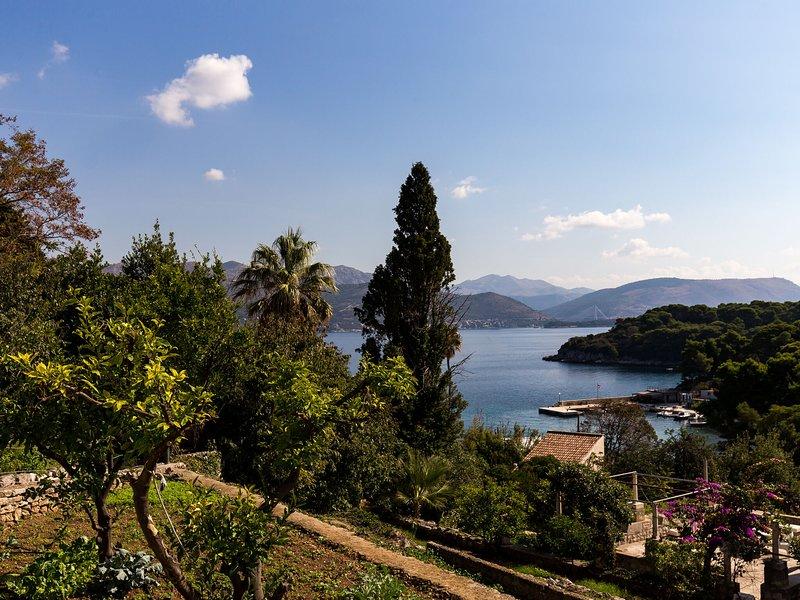 Cosy Villa in Dalmatia with Garden, holiday rental in Orasac