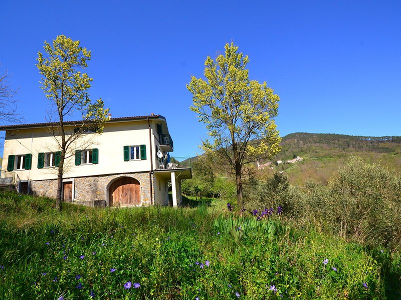 Stunning Cottage in Sesta Godano with Balcony, holiday rental in Tornolo