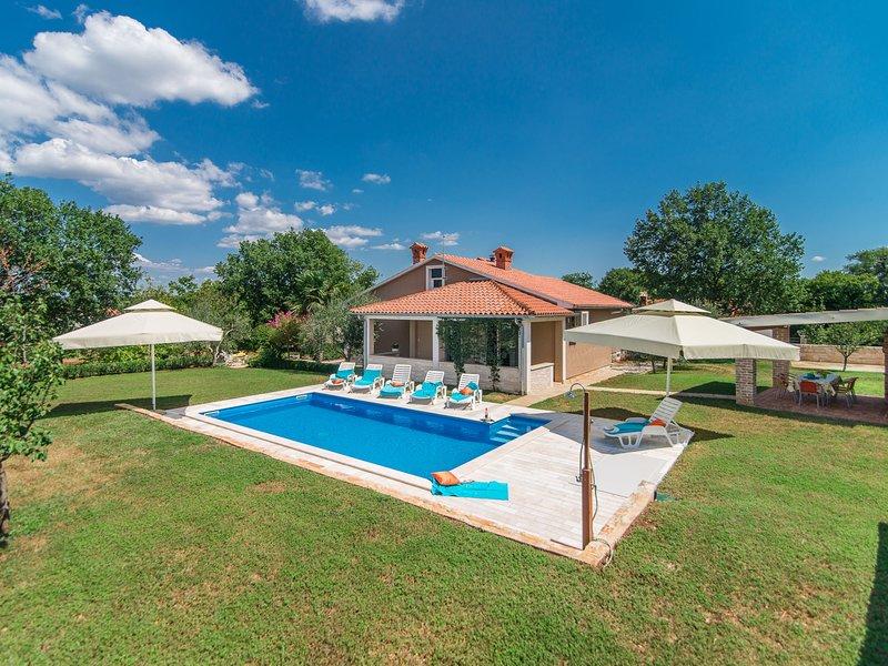 Alluring Villa in Istria Croatia With Private Swimming Pool, aluguéis de temporada em Kruncici