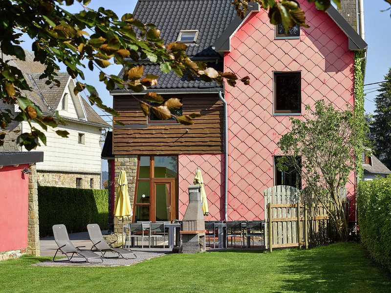 Spacious Villa in Sourbrodt with Sauna, holiday rental in Sourbrodt