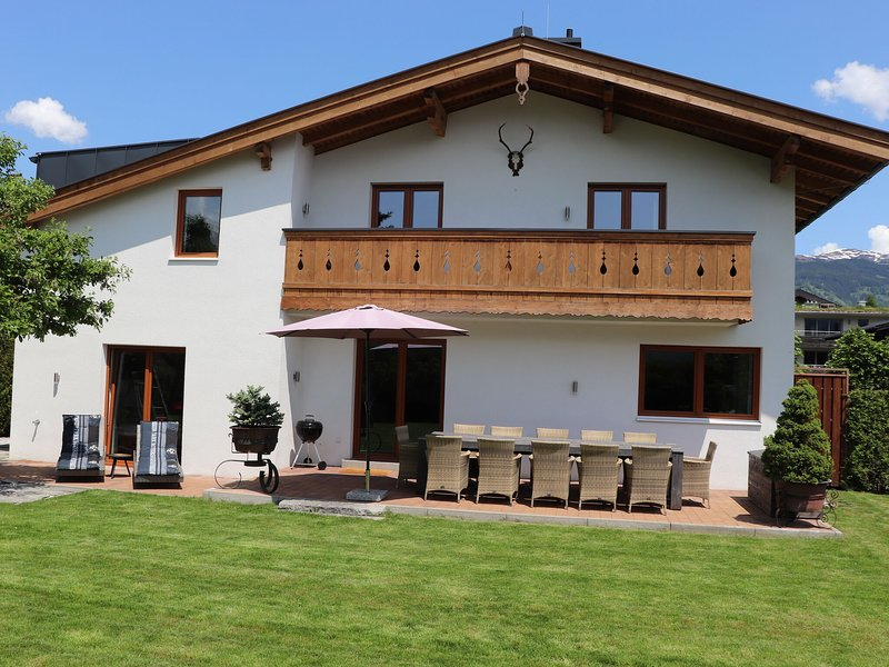 Spacious Chalet with Garden near Ski Area in Salzburg, holiday rental in Zell am See