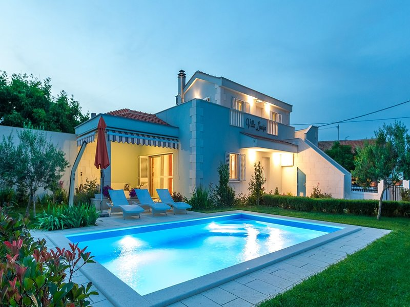 Lovely holiday home with private swimming pool,  garden with roofed terrace, BBQ, holiday rental in Vrsi