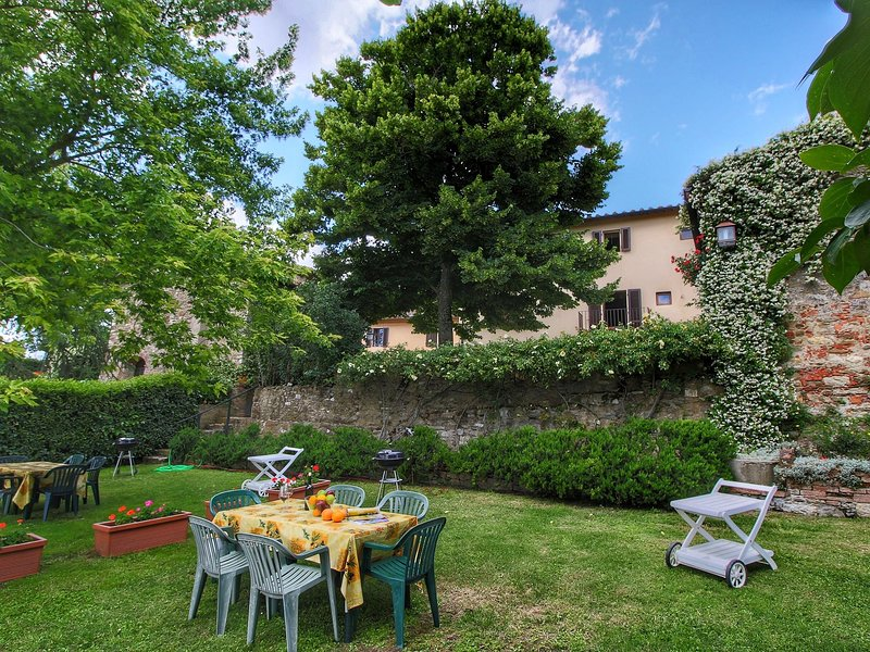 Attractive apartment on beautiful hilltop with private garden, holiday rental in Malafrasca - San Frustino