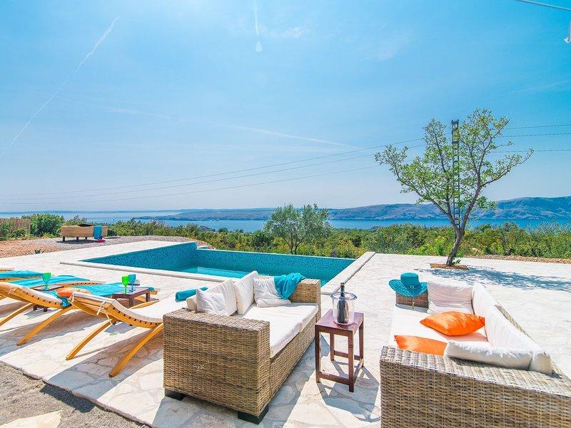 Beautiful Villa in Lika - Karlovac with Swimming Pool, holiday rental in Donja Klada