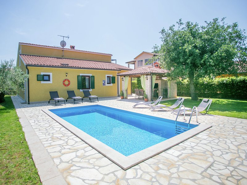 Beautifull spacious family villa with private pool, privacy and relax guaranteed, vacation rental in Porec