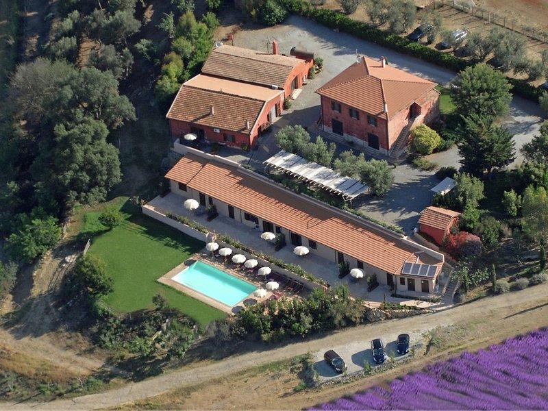 Modern Farmhouse in Montalto di Castro with Swimming Pool, vacation rental in Montalto di Castro