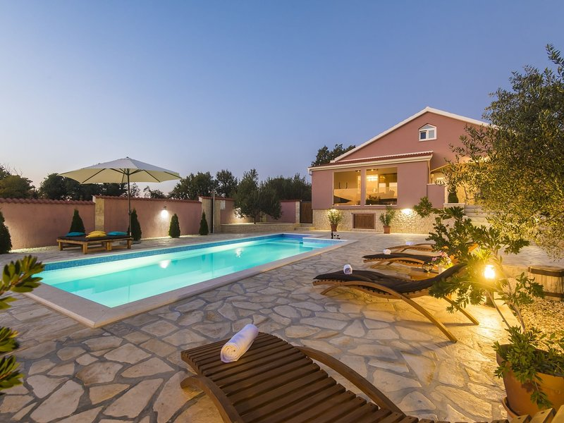 Cosy Holiday Home in Policnik with Pool, vacation rental in Policnik
