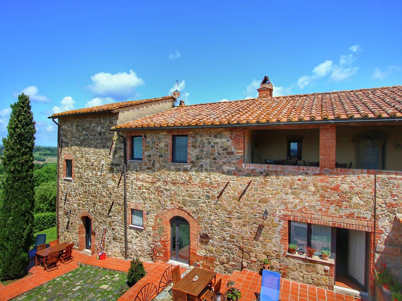 Luxurious Farmhouse in Castiglione D'orcia with Swimming Pool, vacation rental in Castelnuovo dell'Abate
