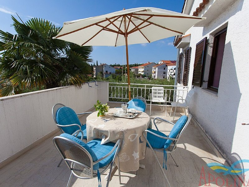 Nice apartment with terrace and grill for use !, location de vacances à Radici