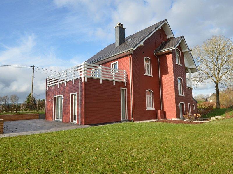 Top Scandinavian house; pool table,sauna, very close to the High Fens, casa vacanza a Sourbrodt