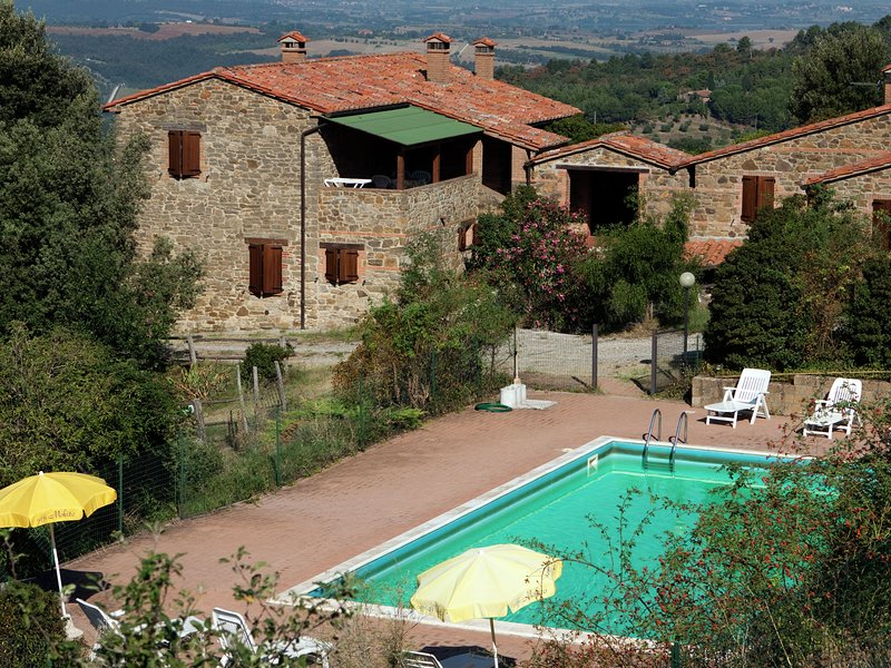 Cozy Farmhouse in Paciano with private pool, holiday rental in Paciano