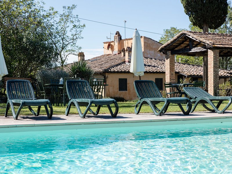 Workers' land on estate with pool near Pisa and Florence., alquiler vacacional en Ghizzano