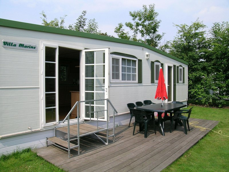 Cozy chalet with terrace in the surroundings of Turnhout, holiday rental in Merksplas