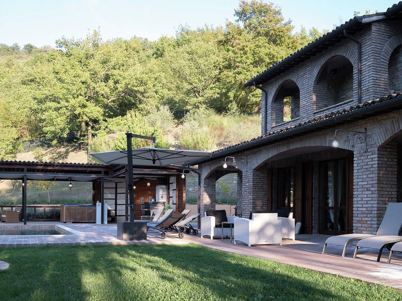 Cozy Holiday Home in Valtopina Italy with Private Pool, Ferienwohnung in Armenzano