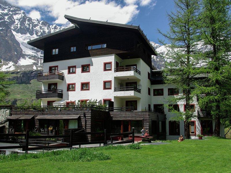 Contemporary Apartment in Breuil-Cervinia near Ski Area, aluguéis de temporada em Breuil-Cervinia