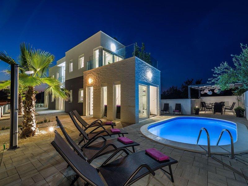 Modern Villa in Zaton with swimming pool, vakantiewoning in Nin