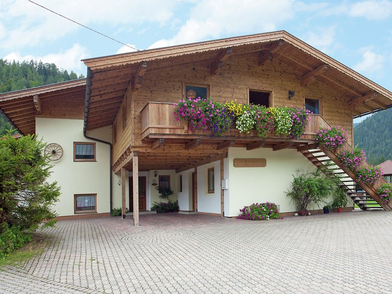 Charming Apartment with Shared Pool in Waidring Tyrol – semesterbostad i St. Ulrich am Pillersee