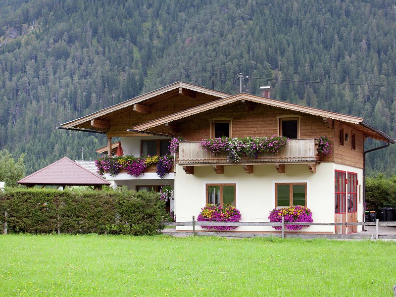 Alluring Apartment with Swimming Pool in Waidring Tyrol – semesterbostad i St. Ulrich am Pillersee