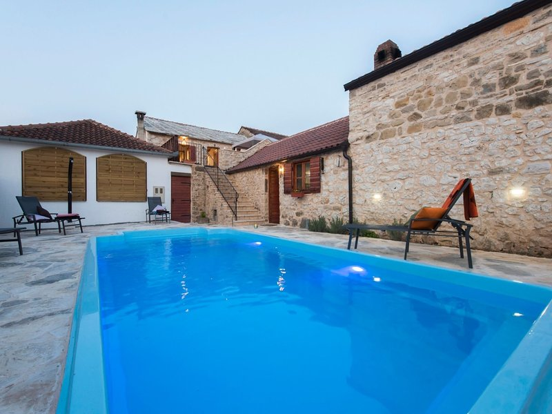Countryside Holiday Home in Šopot with Private Pool, vacation rental in Benkovac