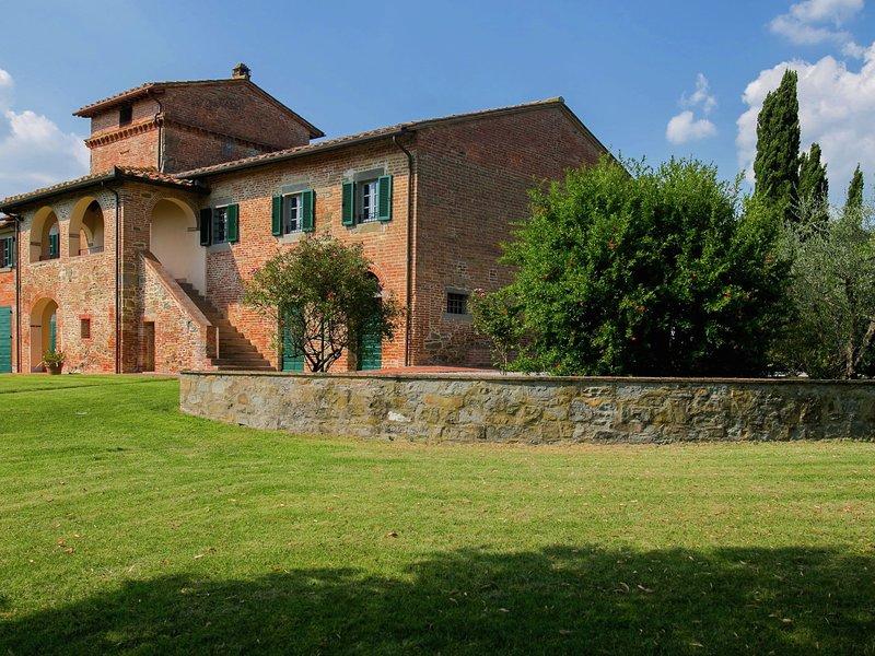 Villa with private swimming pool and spacious garden in the Valdichiana, close t, location de vacances à Cignano