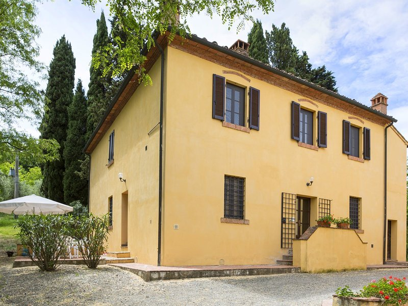 small village of beautiful apartments in the green Tuscan hills and olive groves, vacation rental in Morrona