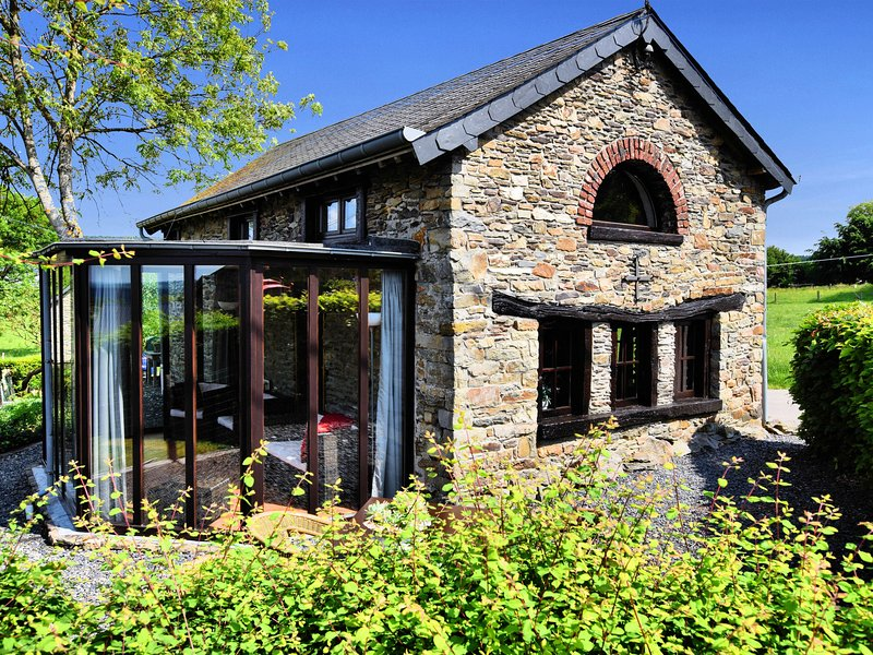 Small romantic holiday house in the Ardennes, holiday rental in Wibrin