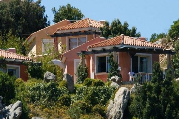 Detached villa with two bathrooms and beautiful sea view, vacation rental in San Teodoro