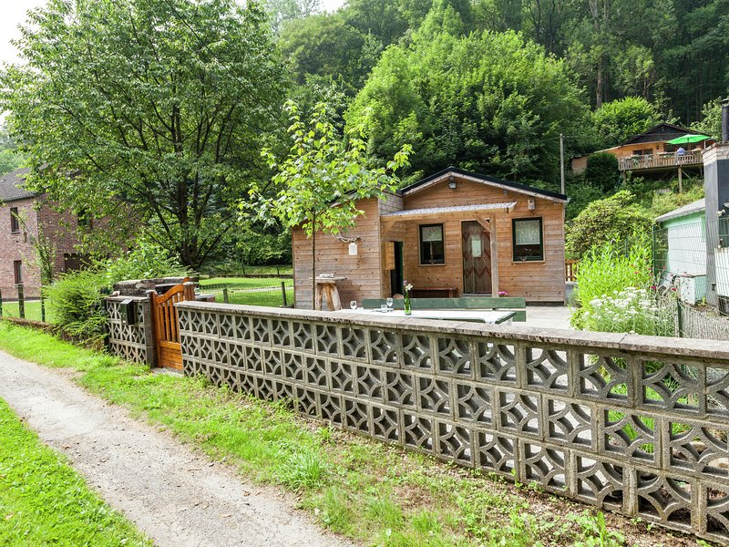 Intimate cottage located in the Ourthe Valley, casa vacanza a Bomal