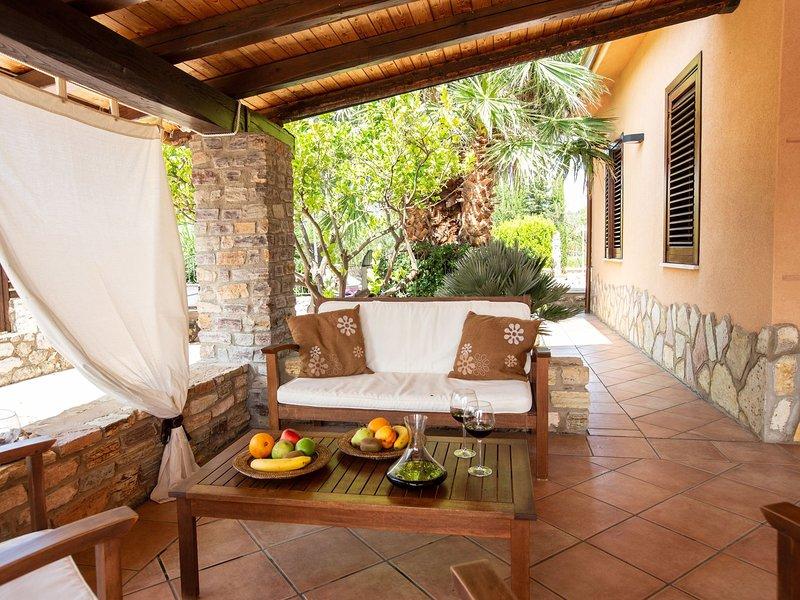 Stunning Villa in Castellammare del Golfo with Swimming Pool, location de vacances à Case Di Girolamo