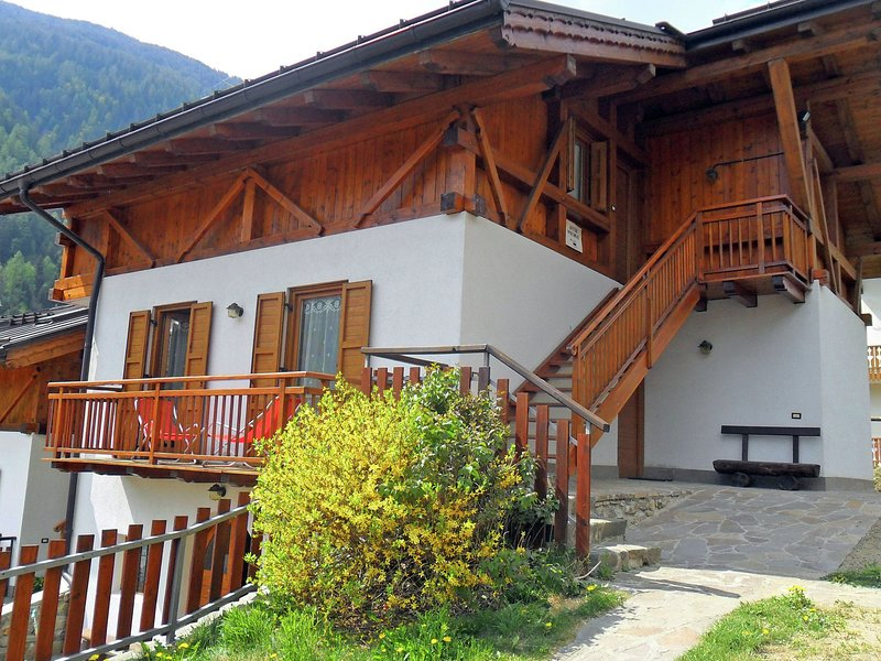 Nice house with lovely views of the Brenta mountains., location de vacances à Ossana