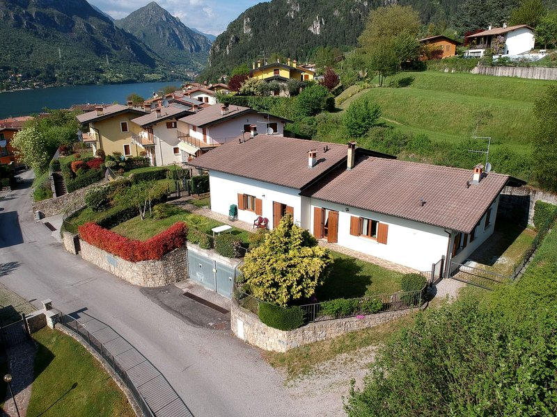Cozy Holiday Home in Idro Lombardy with Private Garden, holiday rental in Bondone