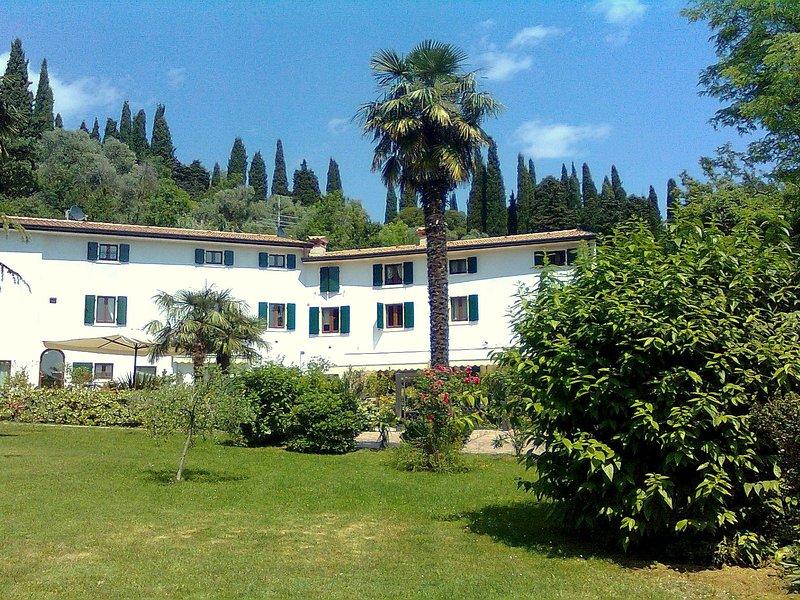 Beautiful Mansion in Pesina Spezie near Lake, alquiler vacacional en Caprino Veronese