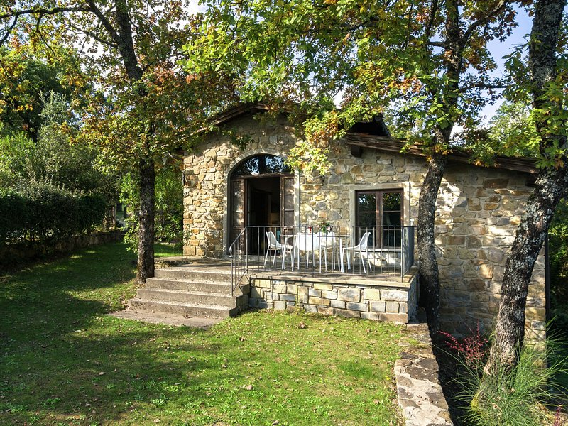 Scenic Farmhouse in Poppi with Swimming Pool, holiday rental in Quota