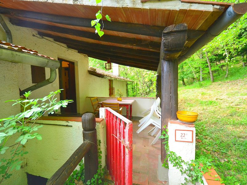 Old estate with all adorable holiday houses in the wooded hills, alquiler vacacional en Lanciole