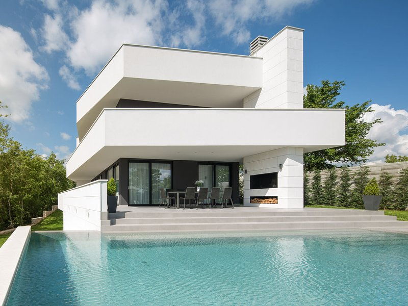Luxurious Villa 55 with Jacuzzi, two swimming pools and a sauna in central Istri, holiday rental in Beram