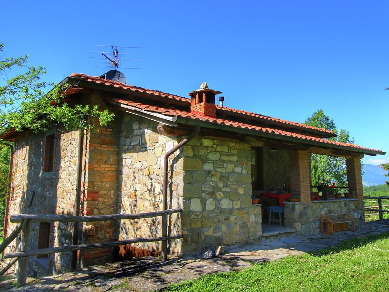 Warm Holiday Home in Ortignano Italy with Swimming Pool, holiday rental in Quota